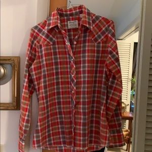 Very vintage authentic wrangler shirt for females